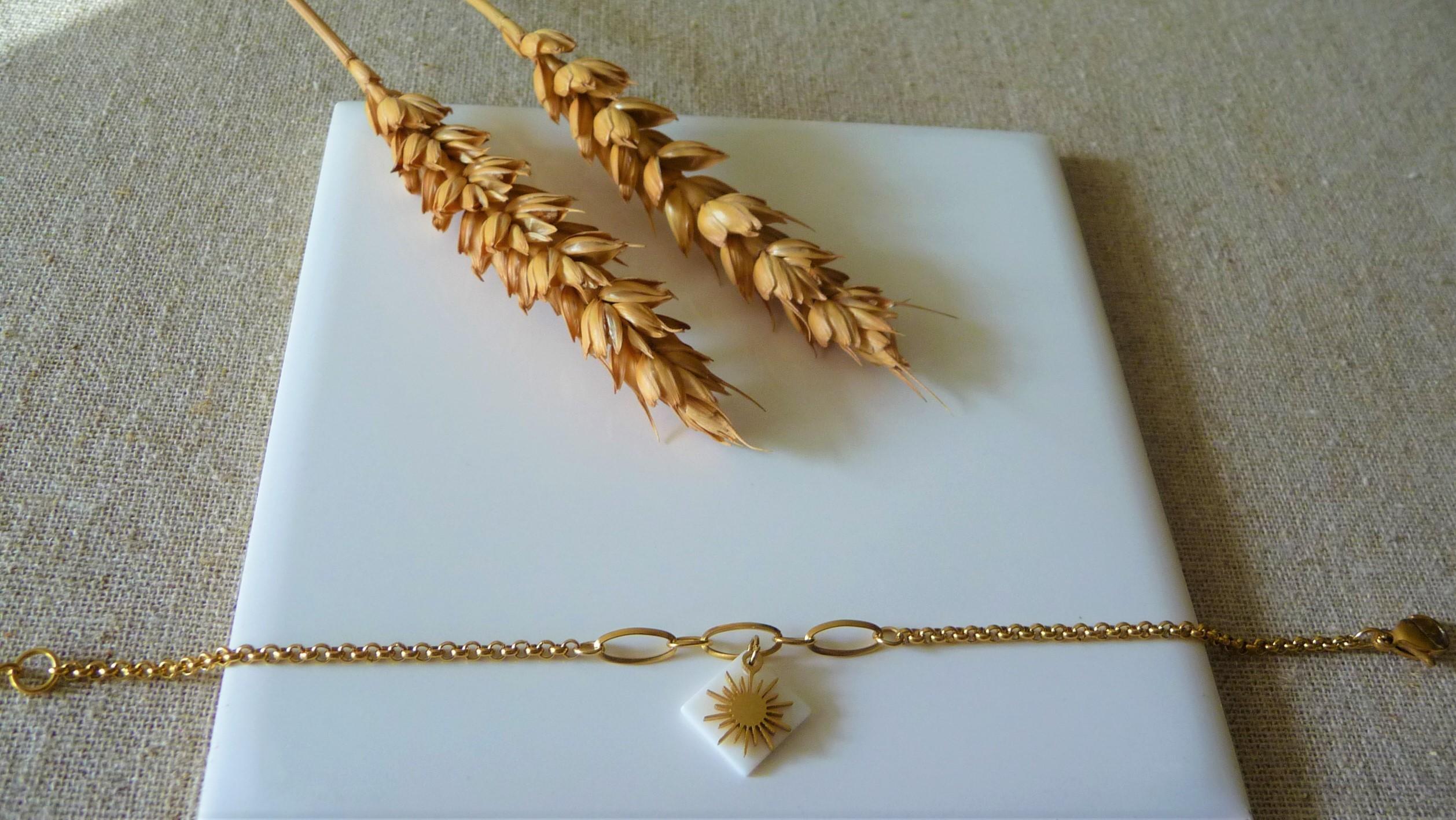 Nacre, pampille et chaine dorée en acier