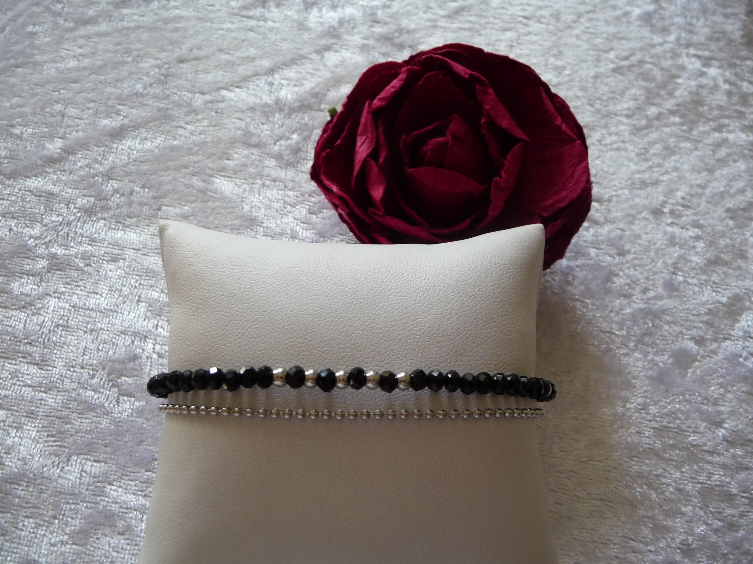Perle en verre noire, chaine acier inoxydable 22 €